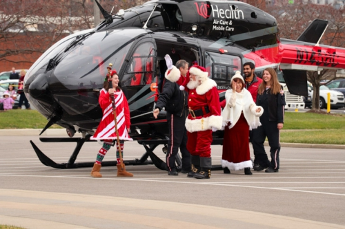 Santa-Arrives-at-CMC-15